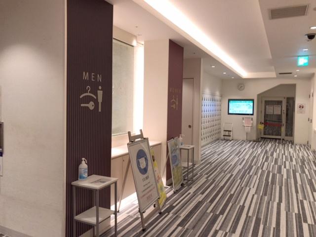 ジェクサー新宿のロッカールーム前入り口