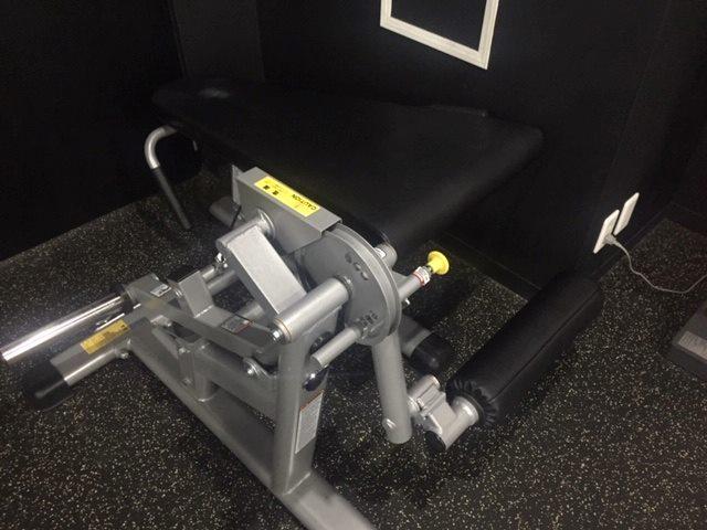 ビヨンド池袋ジムの脚トレーニングマシン